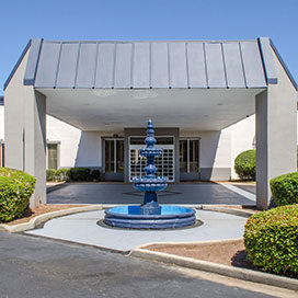 Quality Inn & Suites Laurel exterior entrance and fountain
